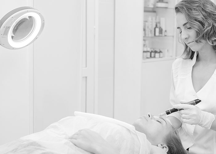 å tone medical grade skin needling
